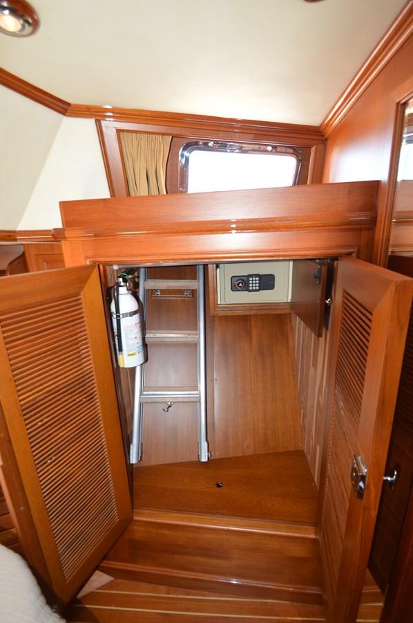 64 2004 GRAND BANKS 58 Eastbay Motor Yacht 2714791