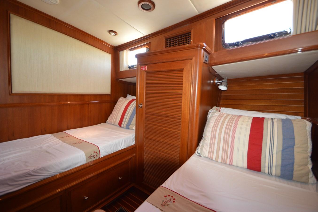 69 2004 GRAND BANKS 58 Eastbay Motor Yacht 2714796