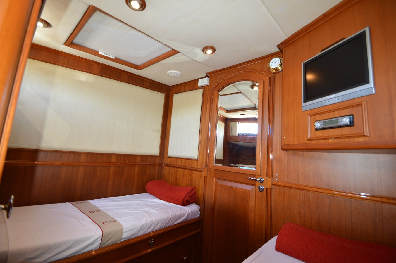 71 2004 GRAND BANKS 58 Eastbay Motor Yacht 2714797