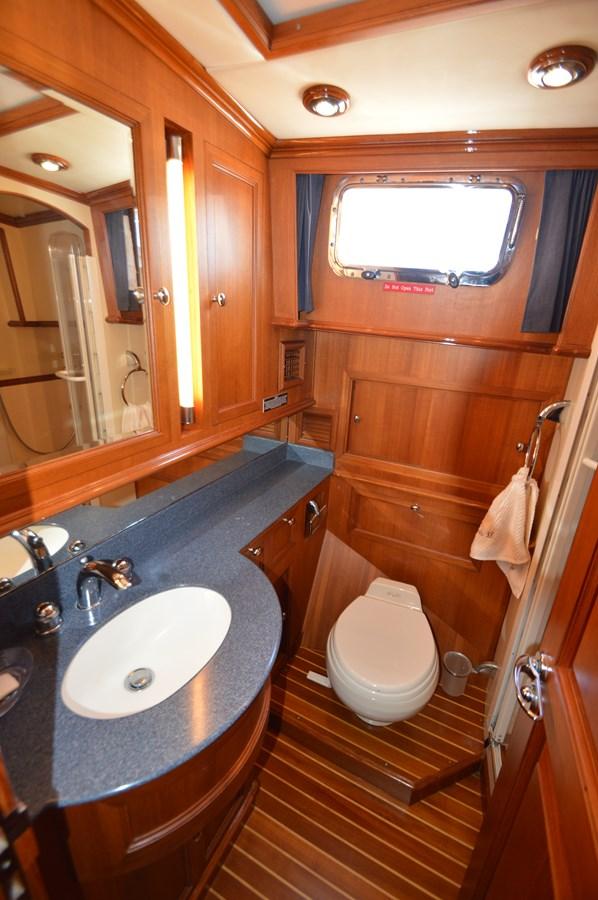 73 2004 GRAND BANKS 58 Eastbay Motor Yacht 2714799
