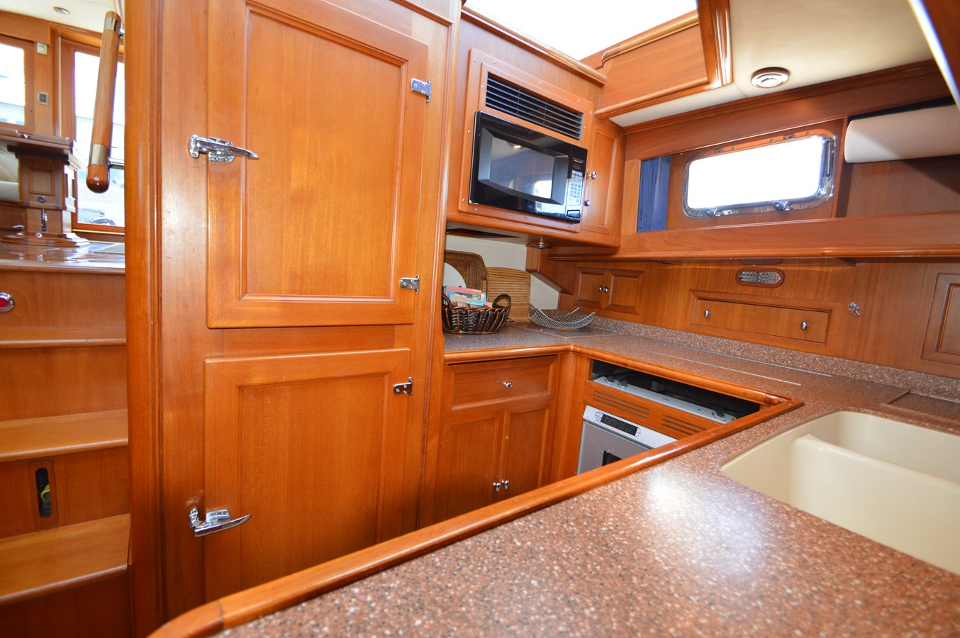 76 2004 GRAND BANKS 58 Eastbay Motor Yacht 2714802