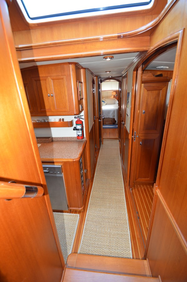 85 - 58 GRAND BANKS For Sale