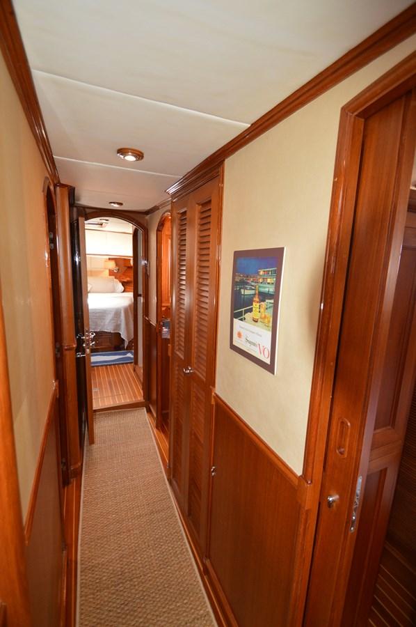 86 2004 GRAND BANKS 58 Eastbay Motor Yacht 2714812
