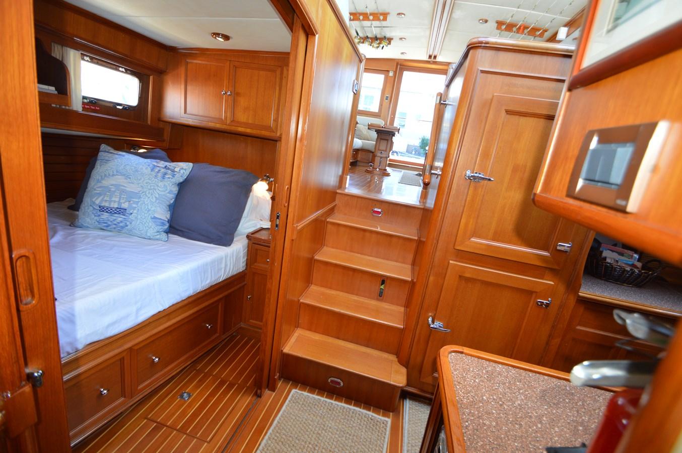 87 2004 GRAND BANKS 58 Eastbay Motor Yacht 2714813