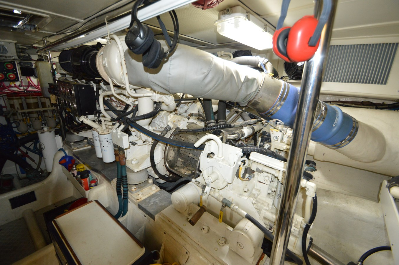 100 2004 GRAND BANKS 58 Eastbay Motor Yacht 2714825