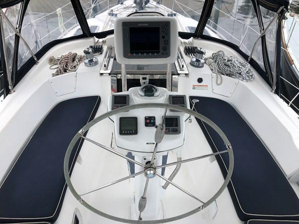 IMG_5557 2010 HUNTER Center cockpit 50 Center Cockpit 2719945