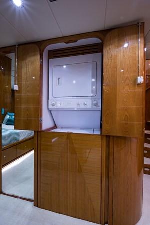 Laundry 2005 HARGRAVE Sky Lounge Motor Yacht 2716527