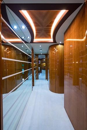 Lower Foyer 2005 HARGRAVE Sky Lounge Motor Yacht 2716528