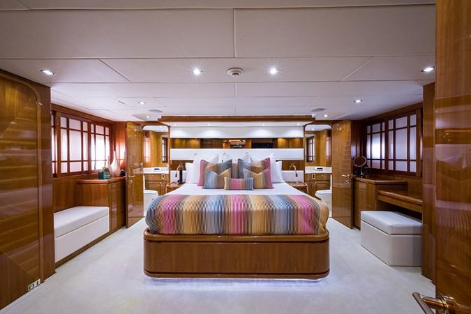 Master Stateroom 2005 HARGRAVE Sky Lounge Motor Yacht 2716529