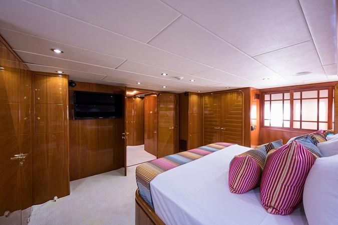 Master Stateroom 2005 HARGRAVE Sky Lounge Motor Yacht 2716530