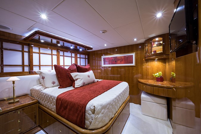 Guest Stateroom - Fwd. Port 2005 HARGRAVE Sky Lounge Motor Yacht 2716536