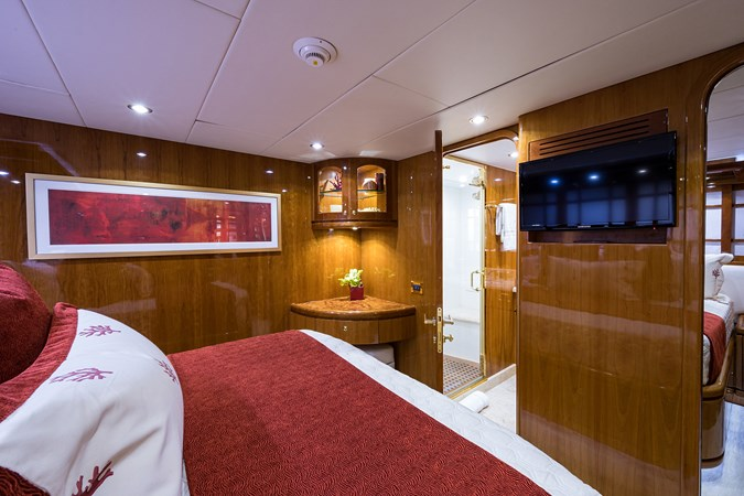 Guest Stateroom - Fwd. Port 2005 HARGRAVE Sky Lounge Motor Yacht 2716537