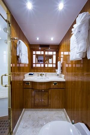 Guest Bath - Fwd. Port 2005 HARGRAVE Sky Lounge Motor Yacht 2716538