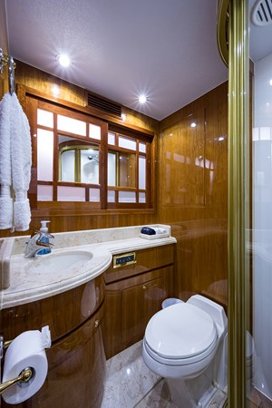 Guest Bath - Fwd. Stbd.  2005 HARGRAVE Sky Lounge Motor Yacht 2716541