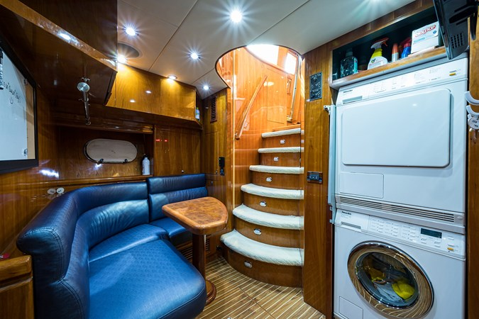 Crew Mess 2005 HARGRAVE Sky Lounge Motor Yacht 2716557