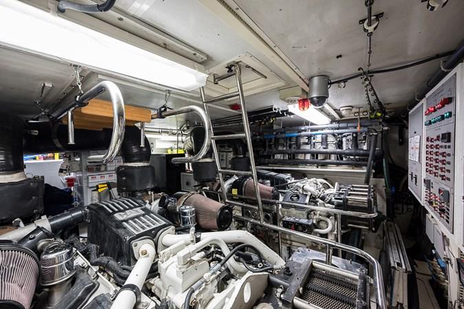 Engine Room  2005 HARGRAVE Sky Lounge Motor Yacht 2716566