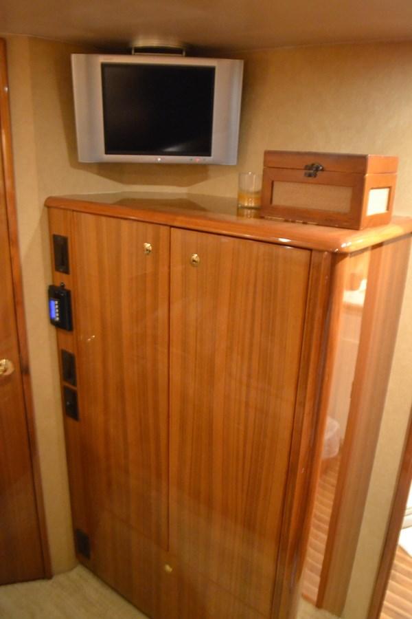 Crew Stateroom 2005 VIKING Convertible Sport Fisherman 2715544