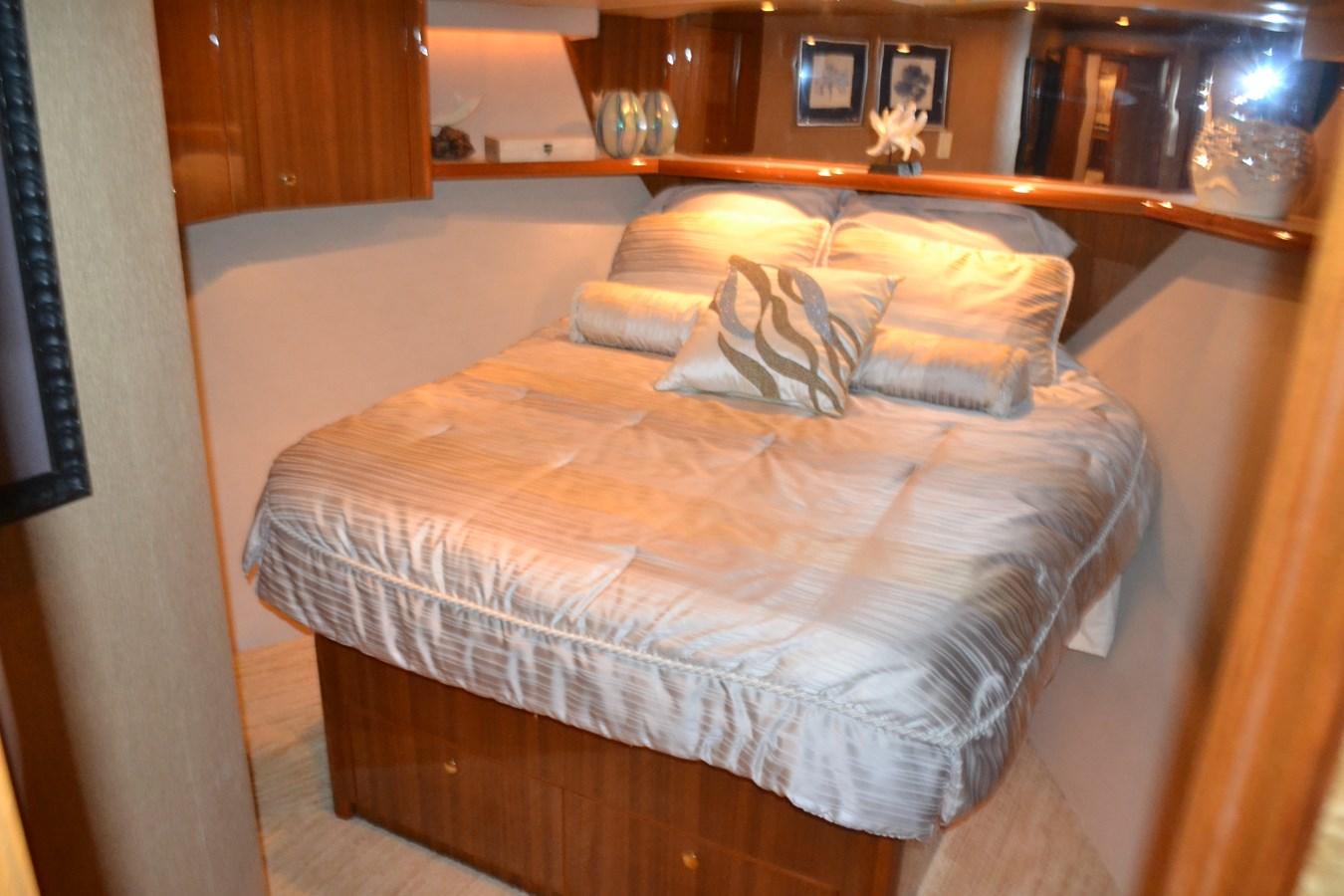 VIP Stateroom, Forward 2005 VIKING Convertible Sport Fisherman 2715546