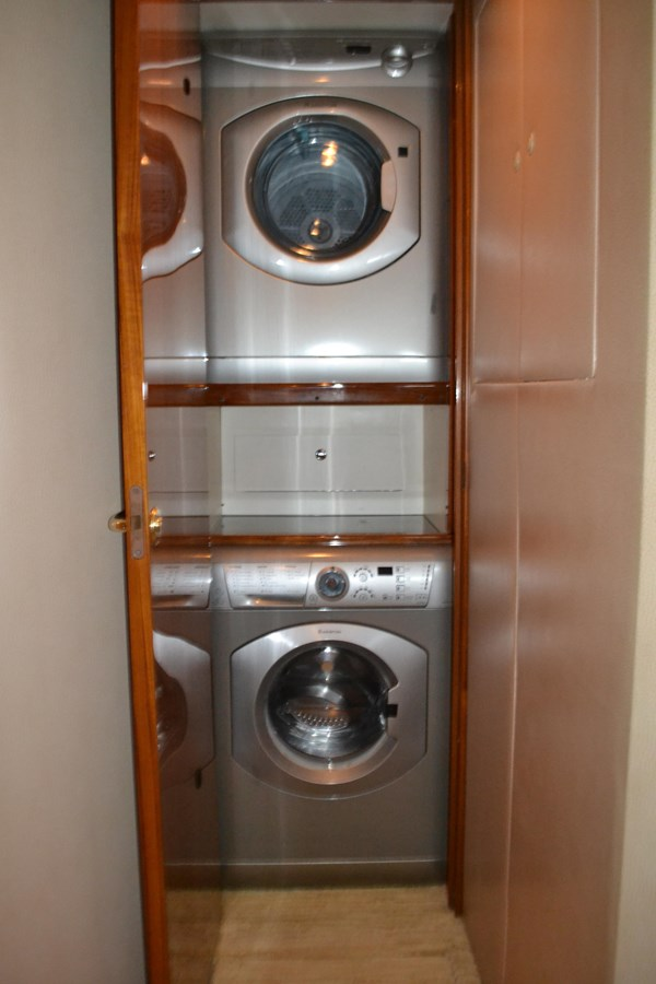Laundry 2005 VIKING Convertible Sport Fisherman 2715551