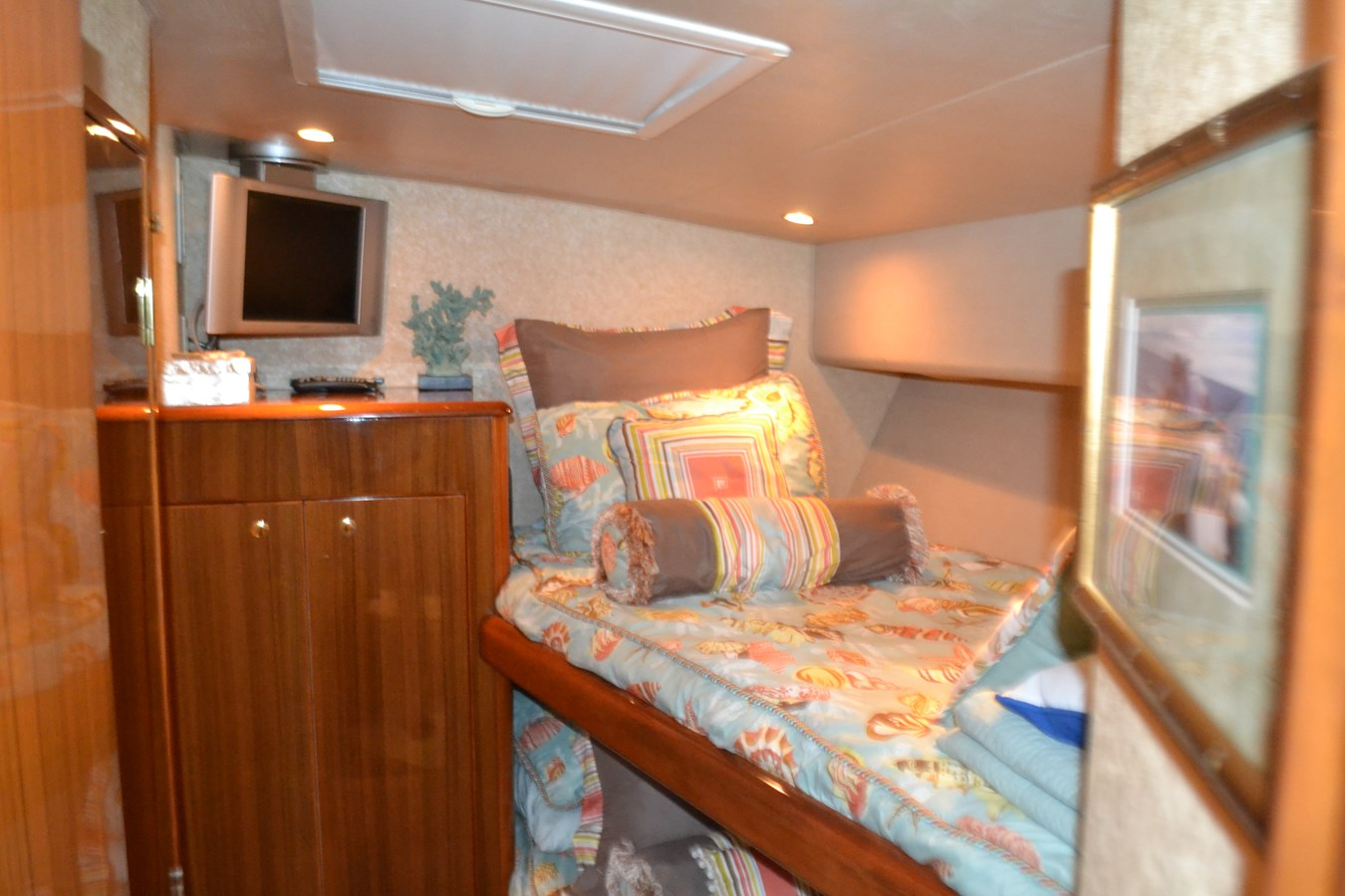 Starboard Guest Stateroom 2005 VIKING Convertible Sport Fisherman 2715552