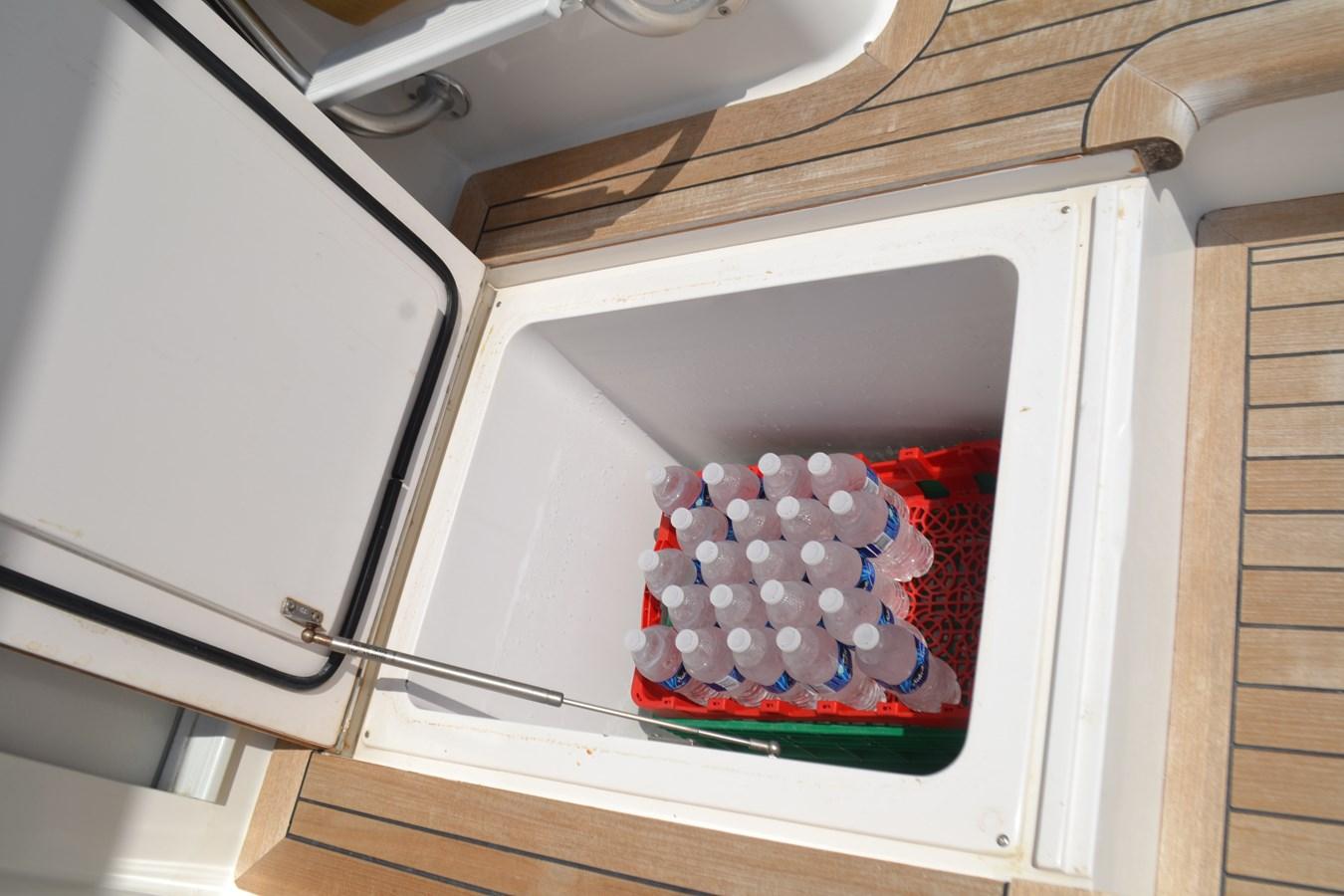 Starboard Box Cooler 2005 VIKING Convertible Sport Fisherman 2715567