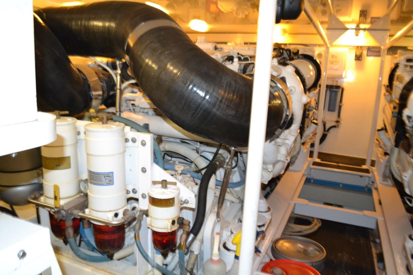 Engine Room 2005 VIKING Convertible Sport Fisherman 2715575