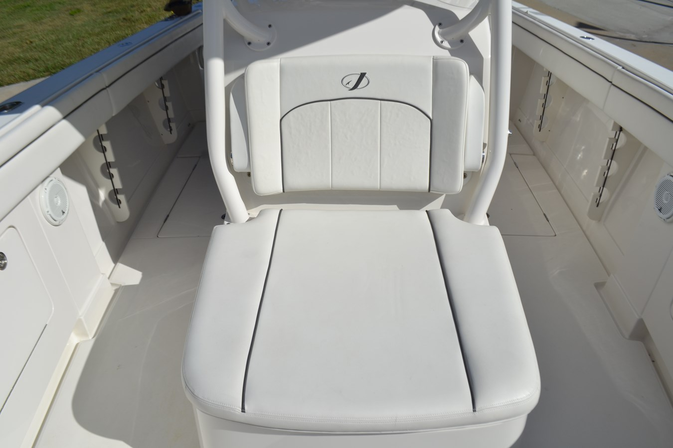 Forward Console Lounge 2017 JUPITER  Center Console 2716478