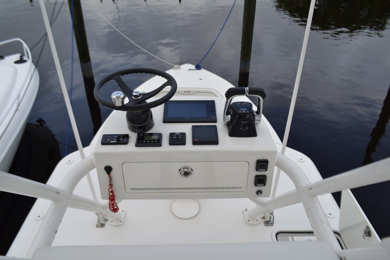 Tower 2017 JUPITER  Center Console 2815020