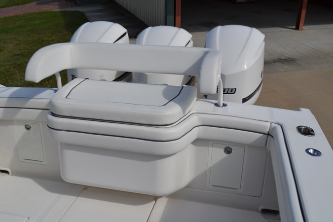 Transom Seat, Removable 2017 JUPITER  Center Console 2716488