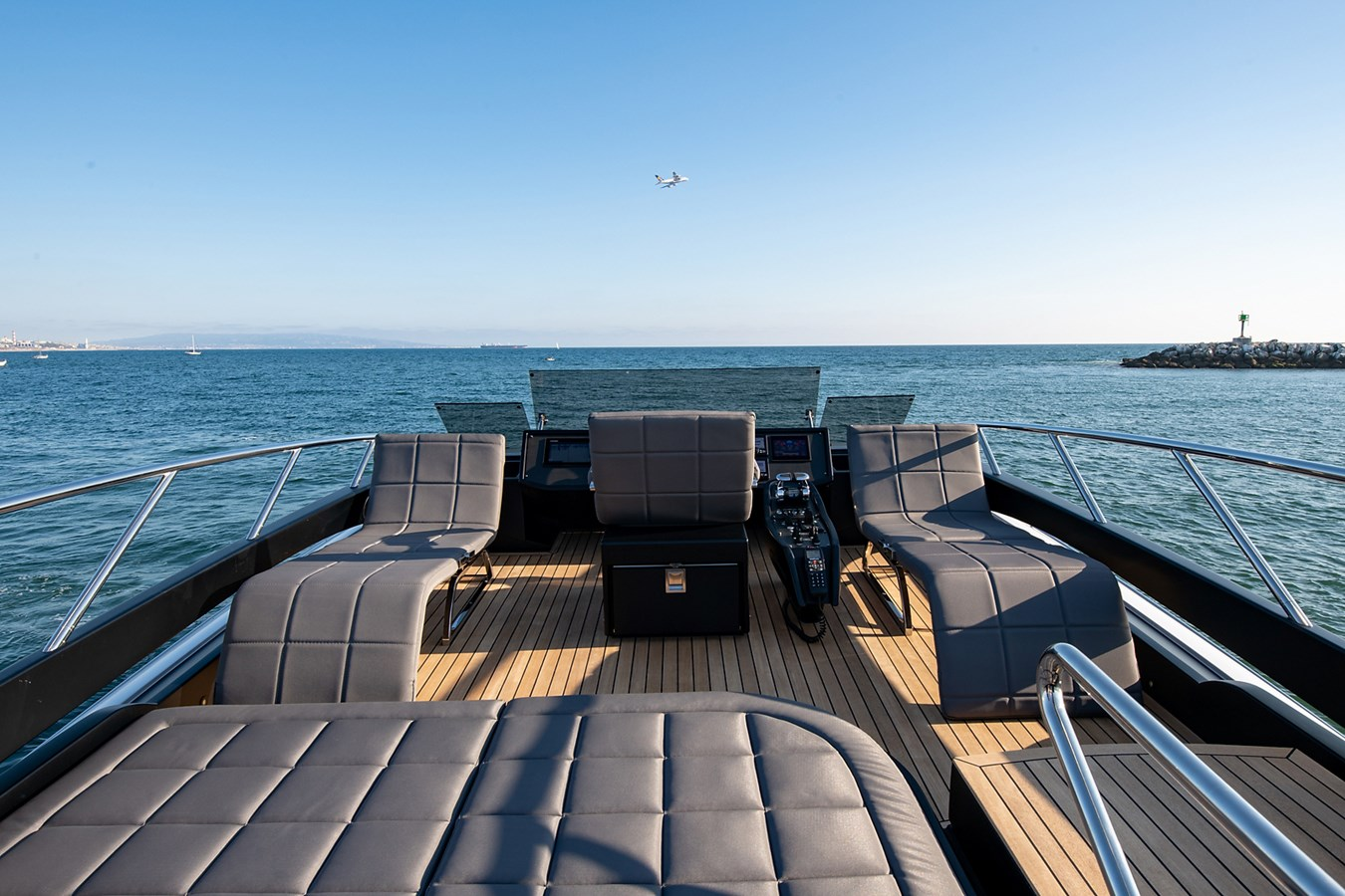 Flybridge 2017 PERSHING 82 VHP Motor Yacht 2718536