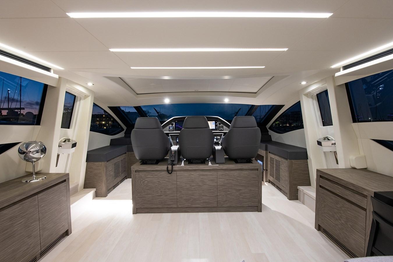 Helm 2017 PERSHING 82 VHP Motor Yacht 2718888