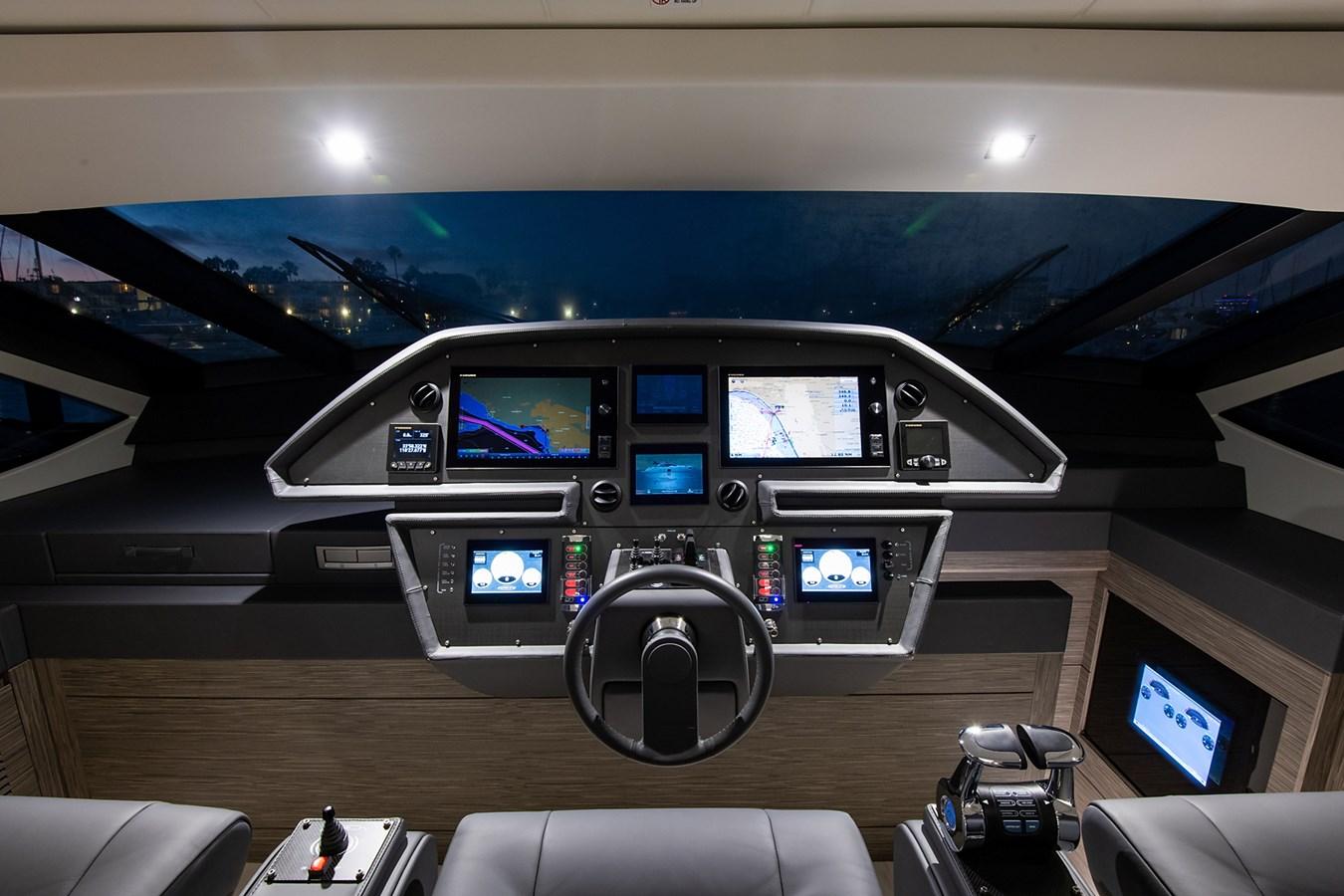 Helm 2017 PERSHING 82 VHP Motor Yacht 2718893