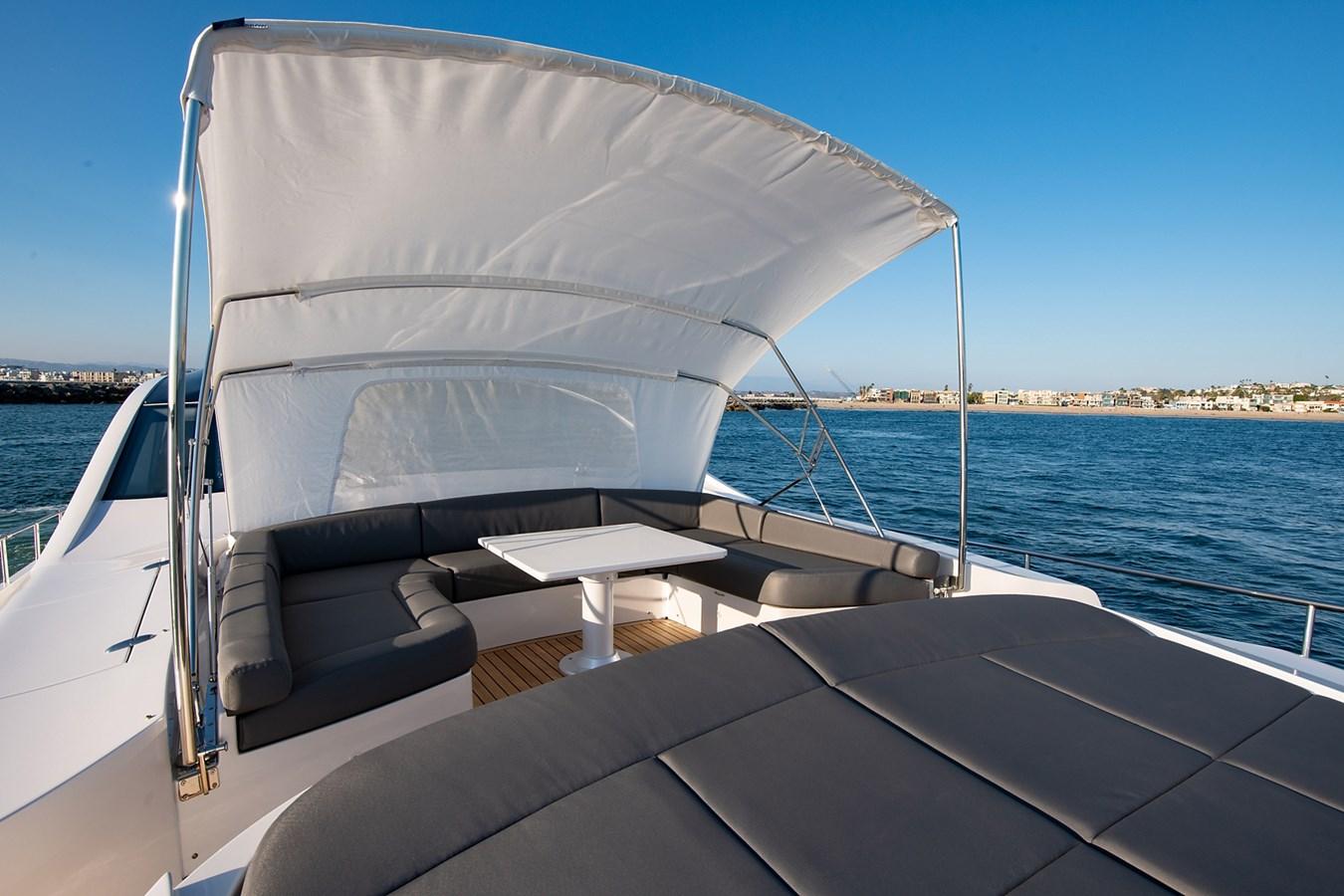 Bow 2017 PERSHING 82 VHP Motor Yacht 2719660