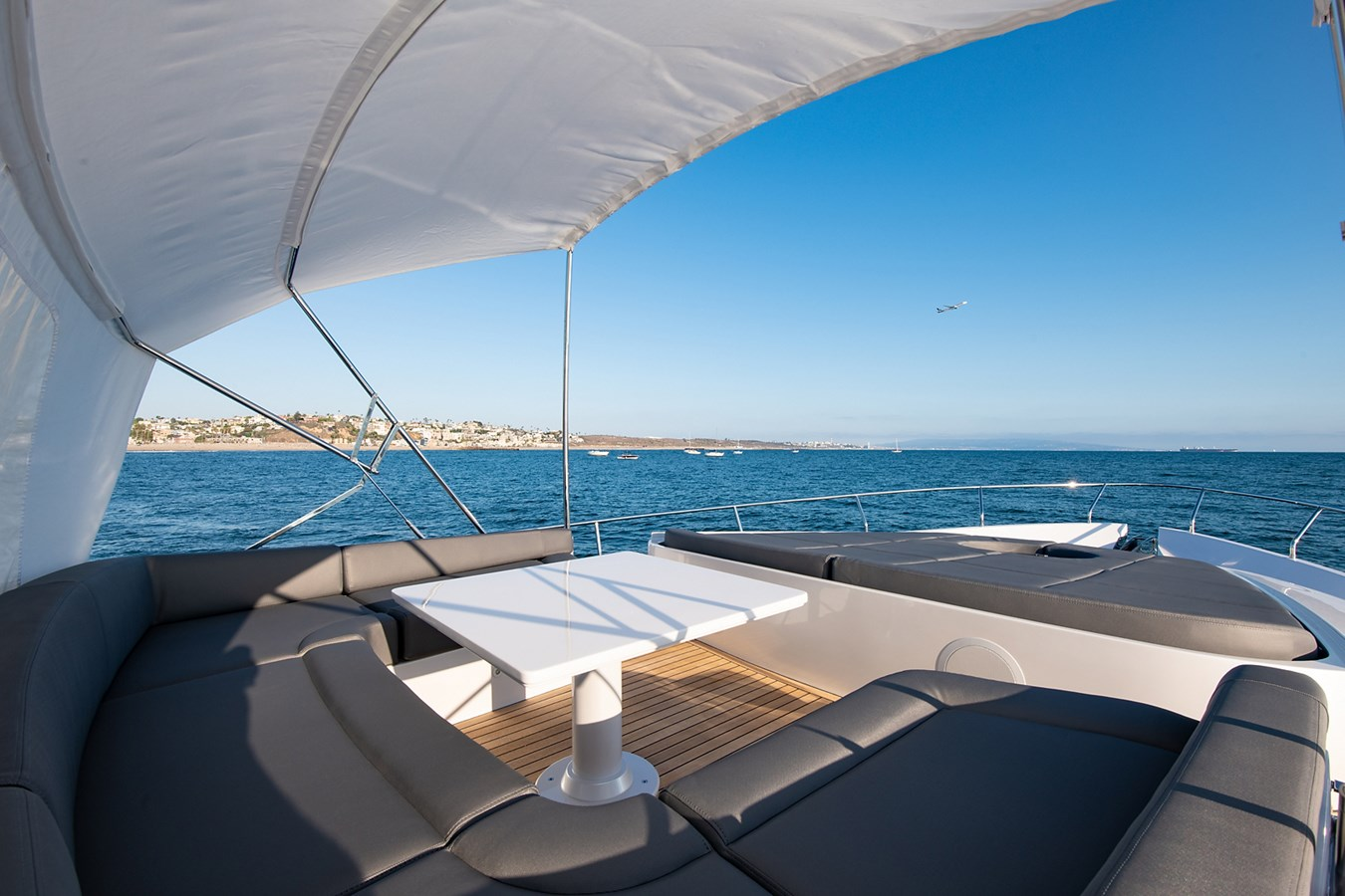 Bow 2017 PERSHING 82 VHP Motor Yacht 2719662