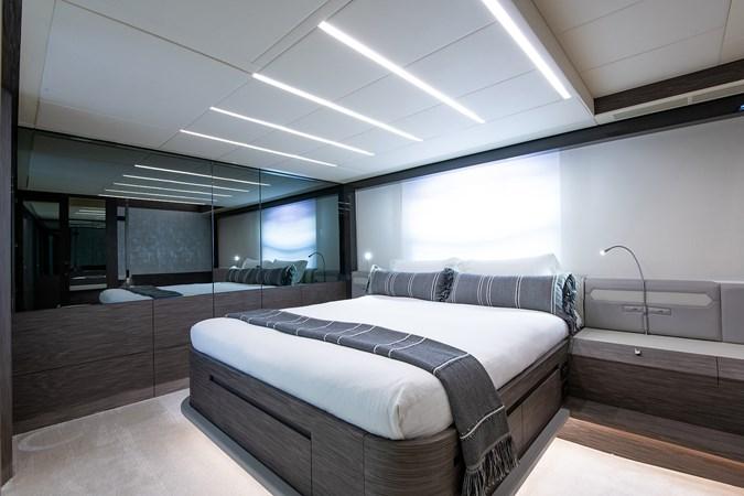 Master Stateroom 2017 PERSHING 82 VHP Motor Yacht 2717504