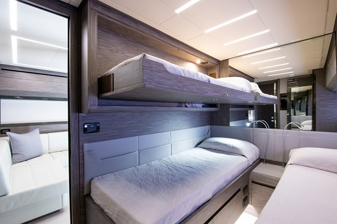 Guest Stateroom  2017 PERSHING 82 VHP Motor Yacht 2718877