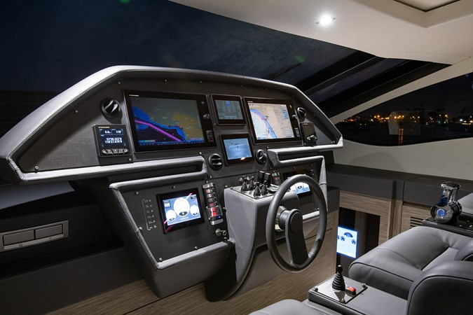 Helm 2017 PERSHING 82 VHP Motor Yacht 2718889