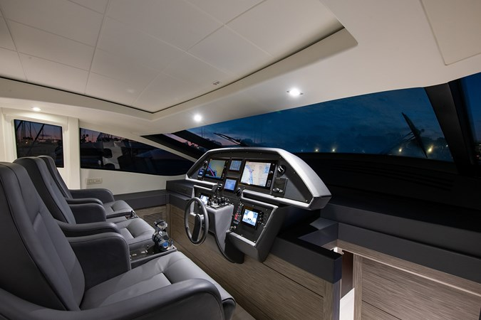 Helm 2017 PERSHING 82 VHP Motor Yacht 2718890
