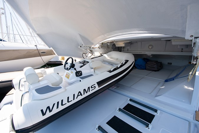 Garage  2017 PERSHING 82 VHP Motor Yacht 2719659