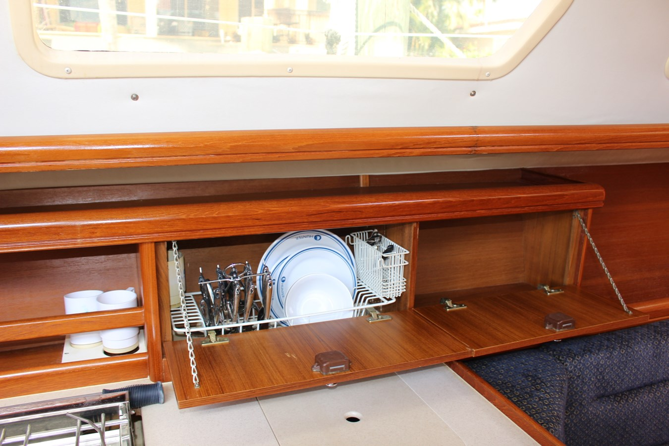 14 Galley Storage 2006 HUNTER Aux/Sail Sloop 2719602
