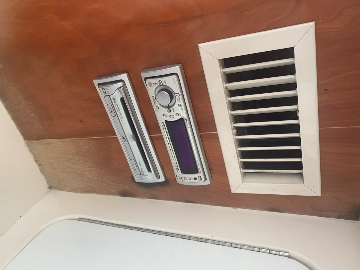 1998 INTREPID 40 Express Center Console 2719893