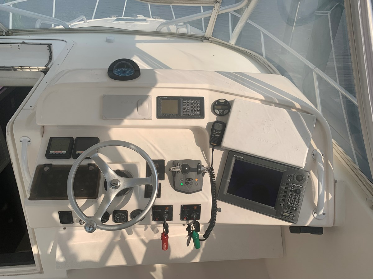 1998 INTREPID 40 Express Center Console 2719897