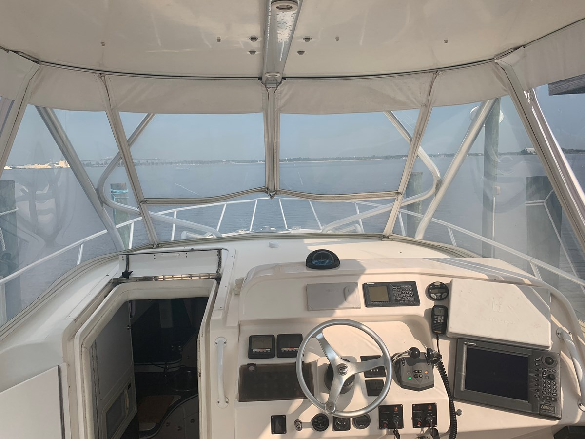 1998 INTREPID 40 Express Center Console 2719898