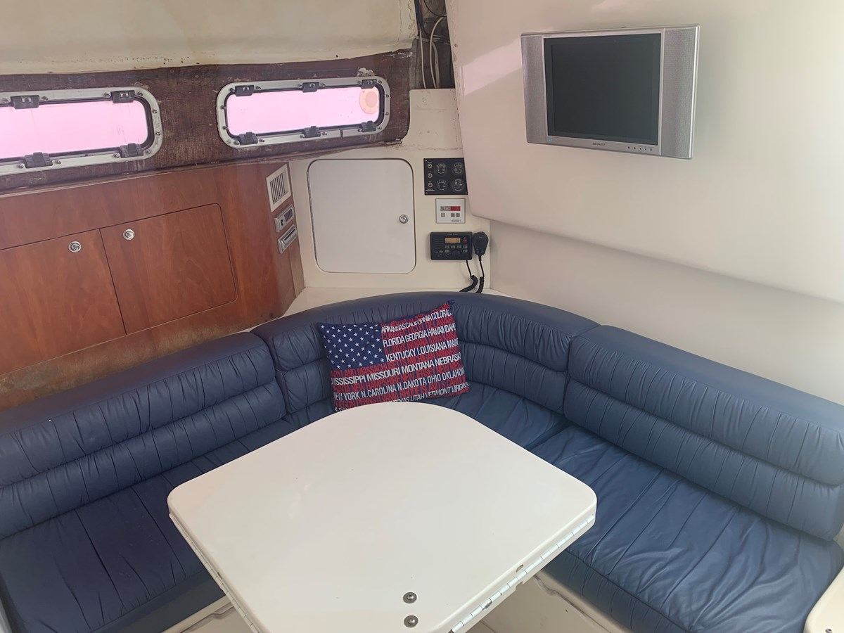 1998 INTREPID 40 Express Center Console 2719900