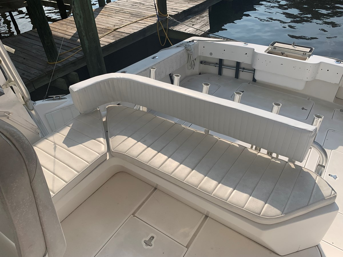 1998 INTREPID 40 Express Center Console 2719903