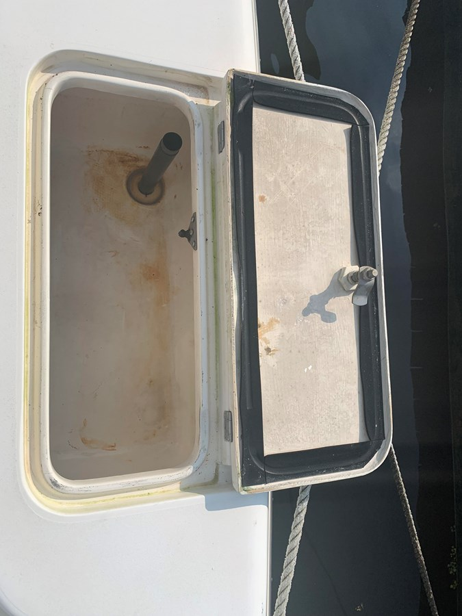 1998 INTREPID 40 Express Center Console 2719904
