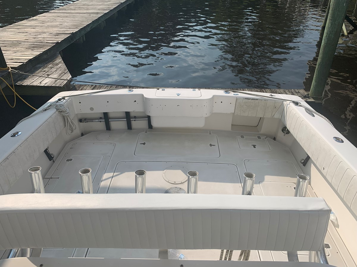 1998 INTREPID 40 Express Center Console 2719906
