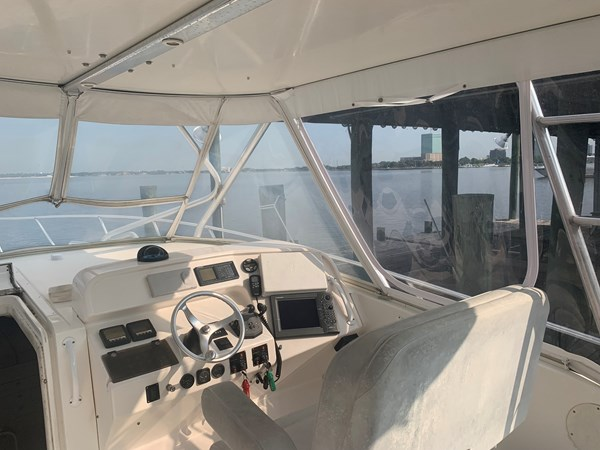 1998 INTREPID 40 Express Center Console 2719902
