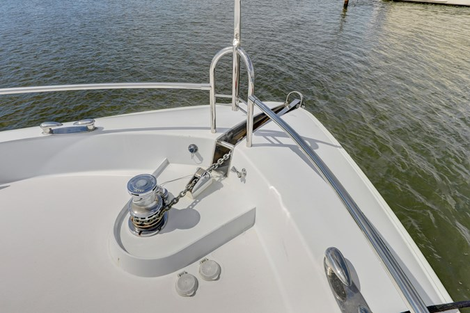 42 2006 LAZZARA 80 Skylounge Motor Yacht 2727523