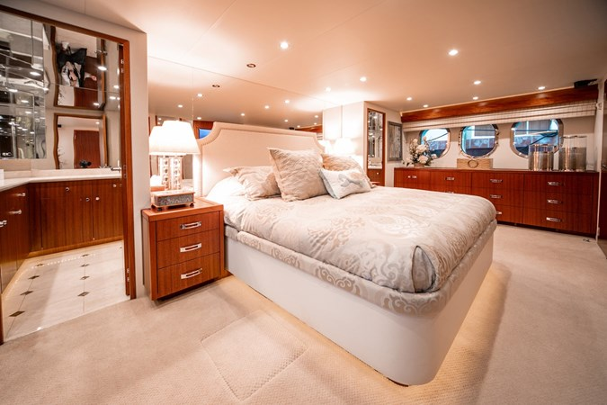 2013 HATTERAS Enclosed Bridge MY Motor Yacht 2725500